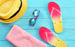 free things to do in Mankato this summer image is flip flops and summer things